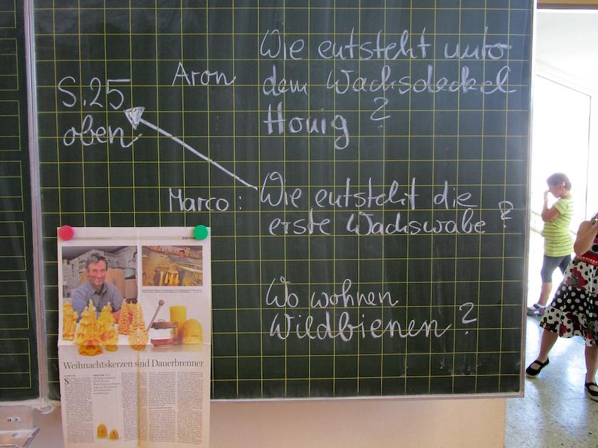 Tafel mit Fragen zur Biene von Jutta Wittko, 1b Lichteneicheschule Memmelsdorf