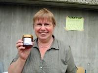 StDin Dr. Christa Horn und Bienenbeauftragte mit kaiserlichem Honig
