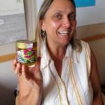 Ehrenbienenpatin Jeannette mit Honigglas