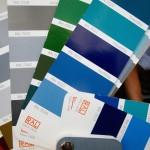 RAL-Farbfächer mit Blautönen
