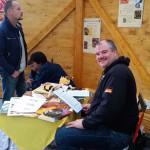 Christian Rindchen betreut die Bienenstation mit Begeisterung