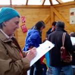 Rätseln an der Station 2, Imkerei, in der Bienen-InfoWabe