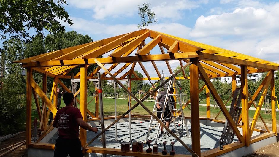 Rohbau der Bienen-InfoWabe Bamberg