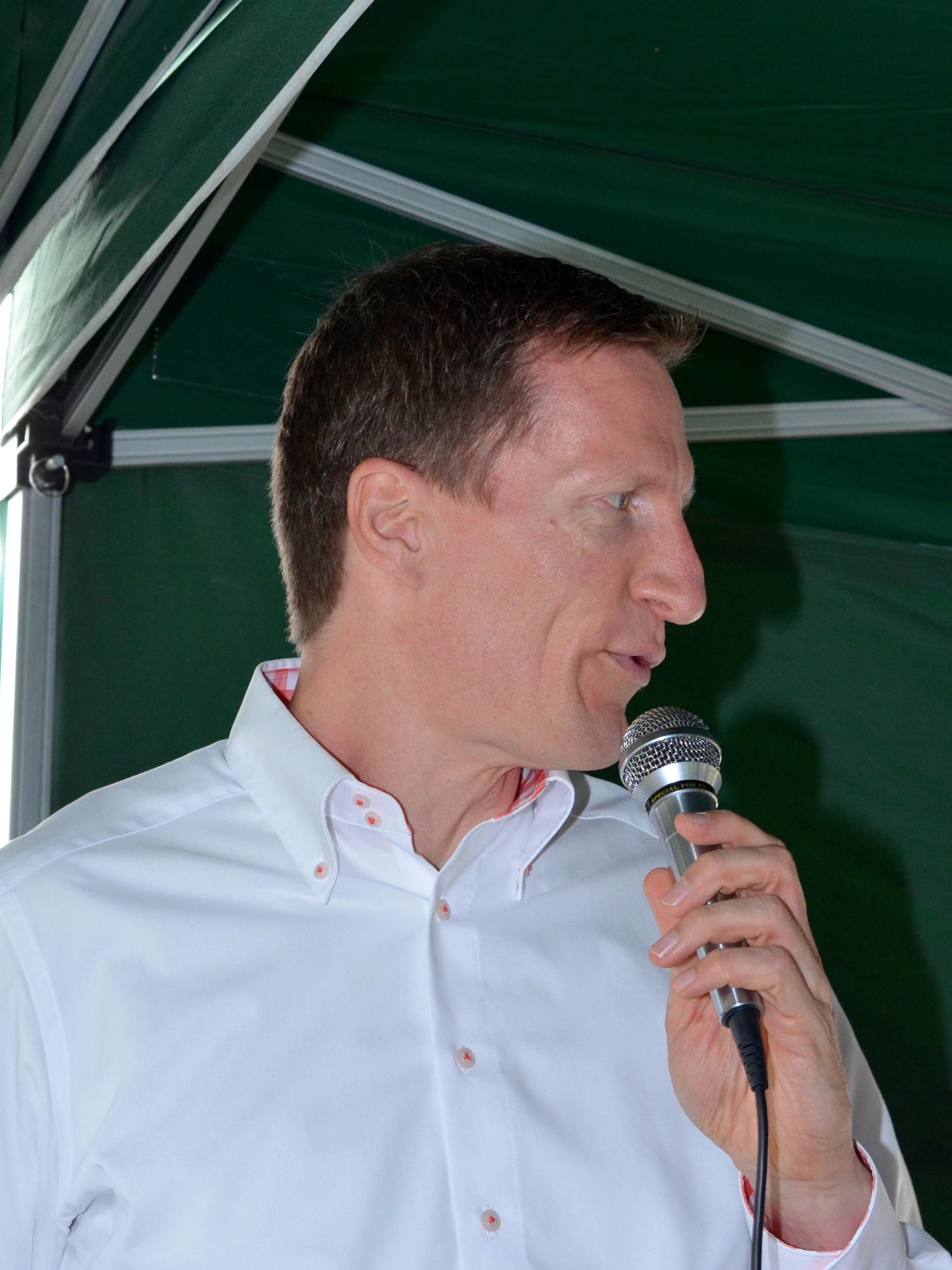 Grußworte von Jobst Giehler (1. Vorsitzender des Förderverein zur Nachhaltigkeit der Landesgartenschau Bamberg 2012 e. V.) zur Eröffnung der Bienen-InfoWabe am 20.09.2015