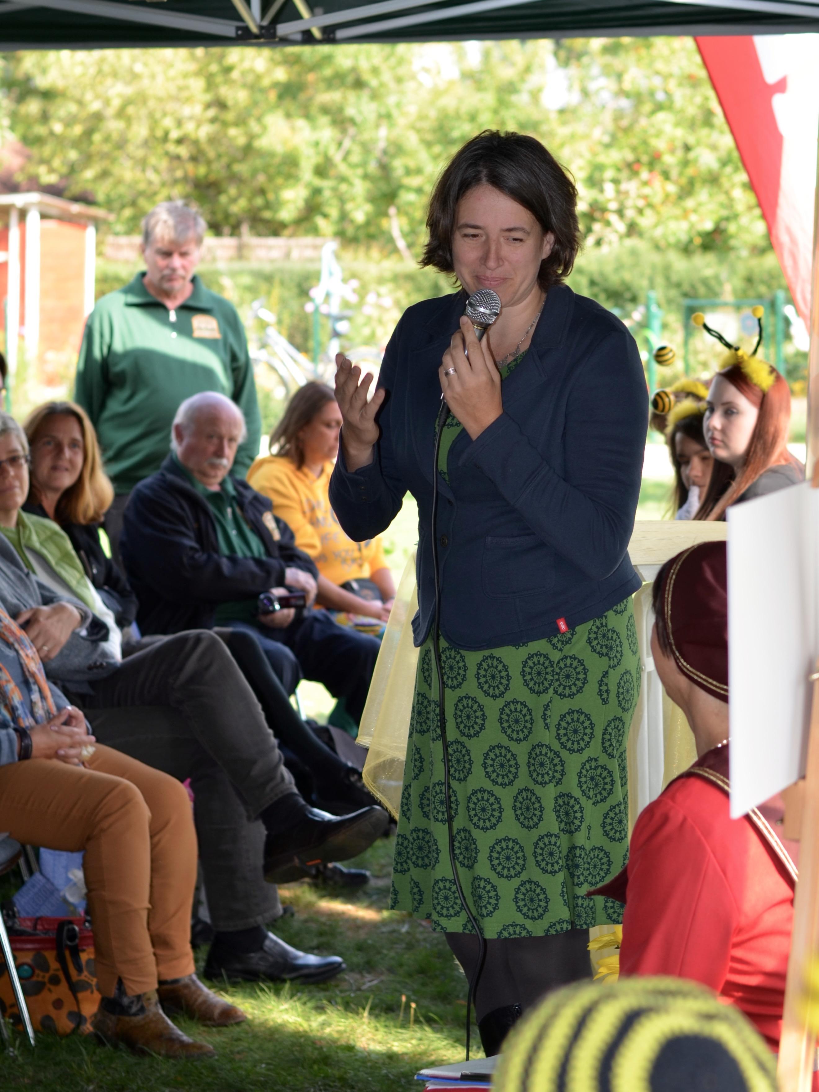 Grußworte von Franziska Haas (Vorstand des Interkulturellen Garten Bamberg e. V.) zur Eröffnung der Bienen-InfoWabe am 20.09.2015