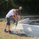 überschüssigen Beton entfernen