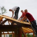 Beim Ablängen der Dachbretter