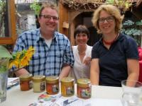 Dietmar und Claudia Schalkhäuser mit Ilona und 5 Patenhonige
