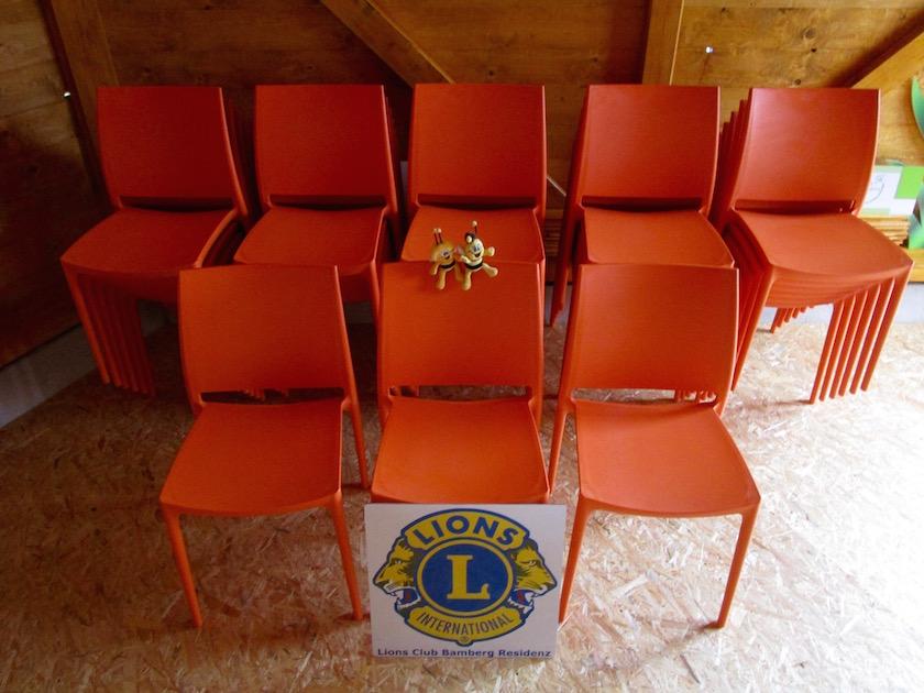 Stühle für Bienen-InfoWabe, gespendet vom Lions Club Bamberg Residenz