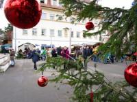 Freifläche mit Buden, Don Bosco Weihnachtsmarkt