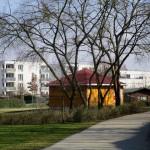 Bienen-InfoWabe (BIWa) vor den Häusern der ehemaligen Mayerschen Gärtnerei