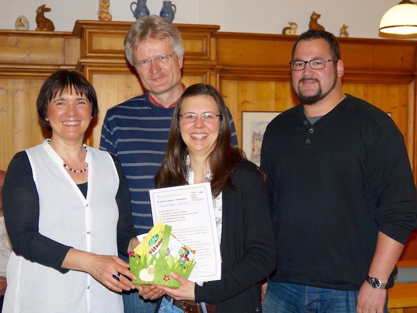 04371-Bienenpatenurkundenuebergabe-Melanie-Schmitt-Baunach