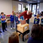 Unterricht an der Lernbienenbeute