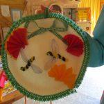 Kreatives Papptellerbasteln – Bienen zwischen Papierblumen