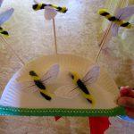 Kreative Bastelarbeit – Pappteller mit Bienen