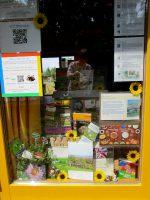 Themenschaufenster zu Pflanzen und Blüten an der Bienen-InfoWabe