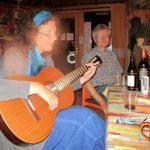 Musikalische Gesangseinlage, Elke begleitet uns mit der Gitarre