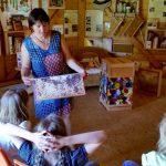 Schulbienenunterricht für Schüler der Hainschule Bamberg in der Bienen-InfoWabe