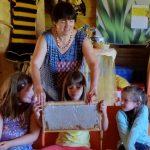 0911-Lichteneiche-1c-Schulbienenunterricht-Honigwabe