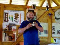 Referent Henrik Arndt in der Bienen-InfoWabe Bamberg