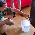 Honigfluss –ausnahmsweise im Plastikkübel, alle anderen waren schon belegt