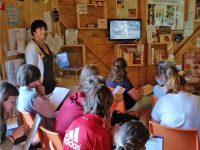 Filmsequenz im Schulbienenunterricht für die 7. Klasse Maria-Ward-Realschule Bamberg