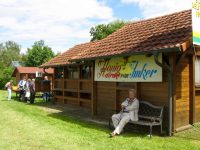 Gemütliches Bänkchen am Vereins- und Bienenhaus des Imkervereins Bamberg an der Galgenfuhr