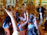 Schulbienenunterricht Heidelsteigschule 7. Klasse in der Bienen-InfoWabe