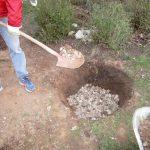 Befüllen der Regensickergrube an der BIWA