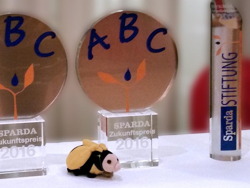 "Pokal 1. Preis ""Zukunftspreis 2016"" SpardaStiftung Nürnberg"
