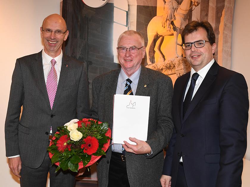 v.l.n.r: MGO-Geschäftsführer Walter Schweinsberg, Walter Achtziger, Bürgermeister Christian Lange (Foto: Ronald Rinklef)