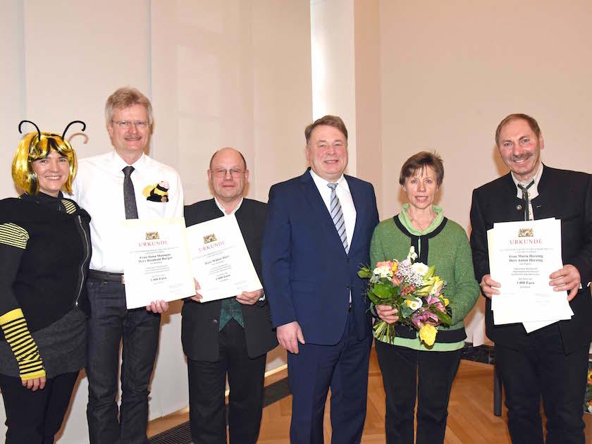 """Preisvergabe zur """"Imkernachwuchsförderung (SMELF München) mit Dr. Helmut Brunner"""