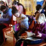 Bücher sind immer noch ein wichtiges Medium für den Schulbienenunterricht