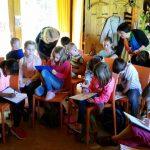 Schüler beim Ausfüllen des Arbeitsblattes