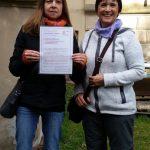 Übergabe der Bienenpatenurkunde an Barbara Fendrich