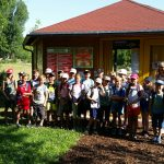 Gruppenbild der Grundschule Frensdorf-Pettstadt an der Bienen-InfoWabe