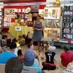 Elke Fichtner begrüßt die 3b der Kilian-Grundschule Scheßlitz
