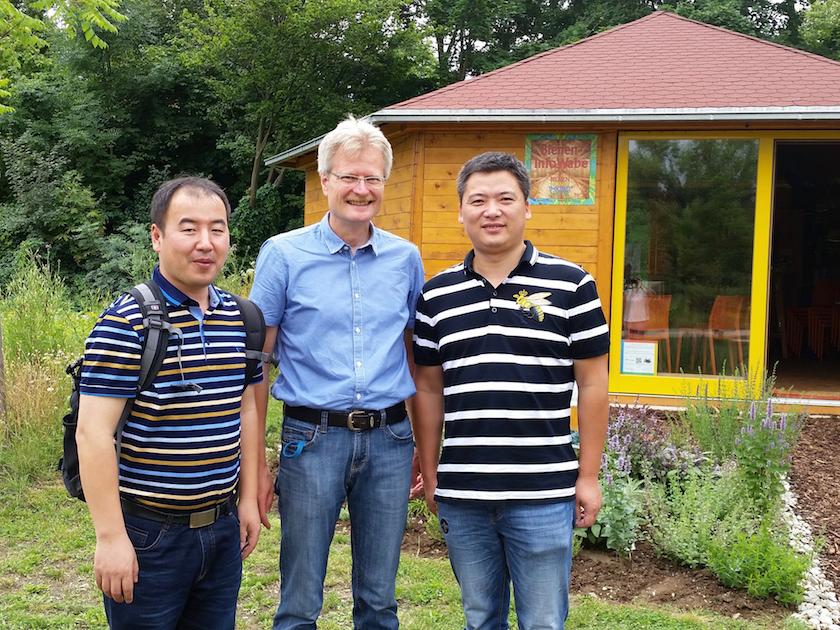 Lehrer der chinesischen Delegation mit Reinhold Burger in der Mitte