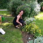Bienenpatin Ruth Vollmar zu Besuch in der Bienen-InfoWabe