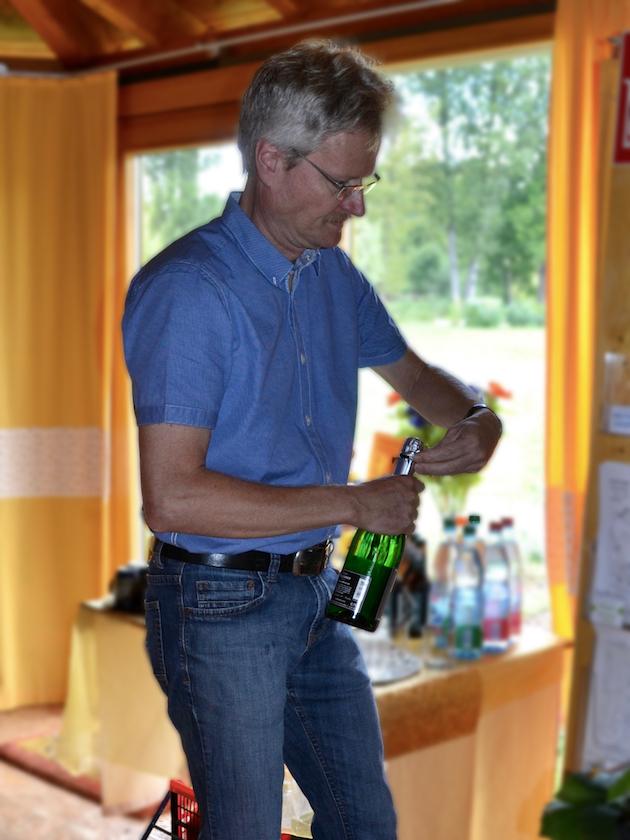 Sektempfang, Reinhold lässt es knallen