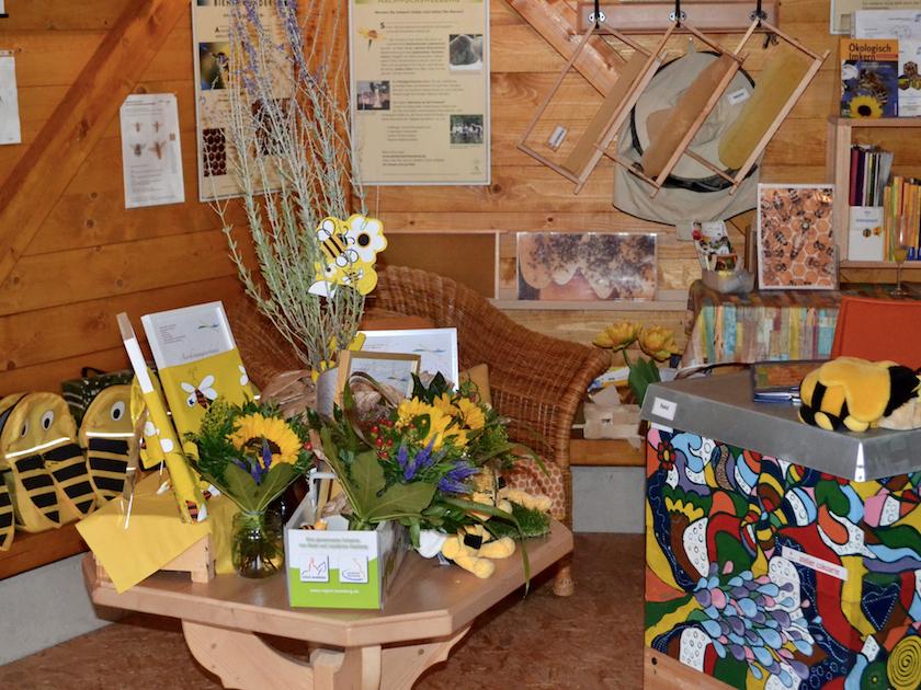 Der Tisch mit den Bienenstadt-Bamberg-Umweltpreisen