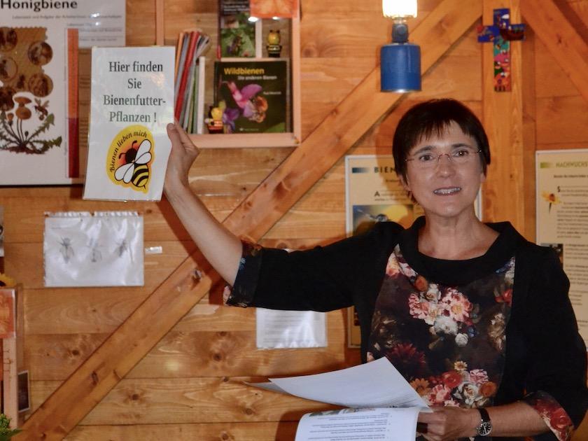 Gastgeberin, hier für die Anerkennung von Carmen Dechant.