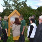 Erläuterungen am Wildbienenhotel durch den Imkerverein Scheßlitz.