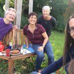 Vor der Arbeit Stärkung bei Kaffee und Kuchen –Reinhold, Ilona, Gabi Loskarn, Jeannette Frank