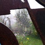 Ikarusfigur mit Spinnweben