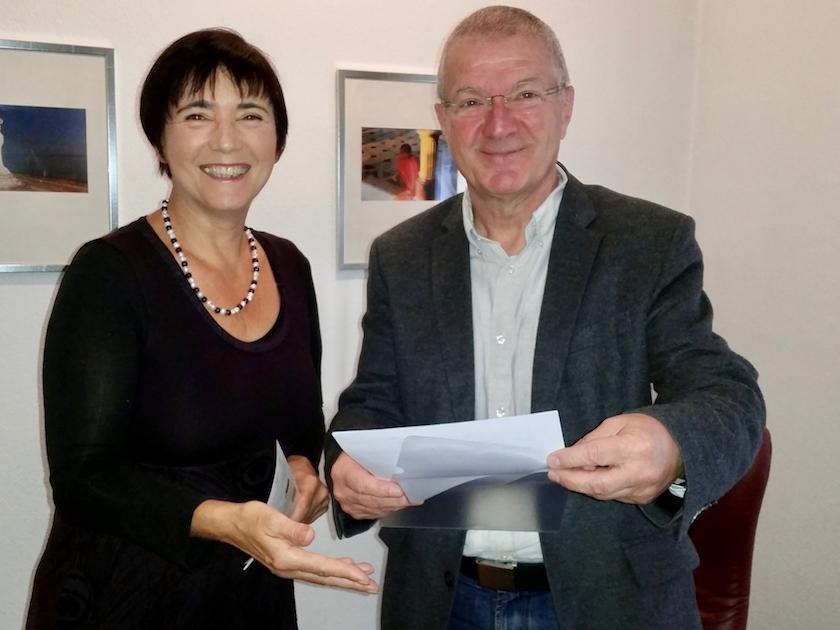 Übergabe der Urkunde zur Bienenpatenschaft an Dr. Peter Kaimer am 23.10.2017 von Bienen-leben-in-Bamberg.de