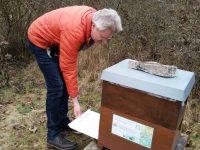 Varroakontrolle zur Winterkontrolle der Bienenvölker in den Buger Wiesen