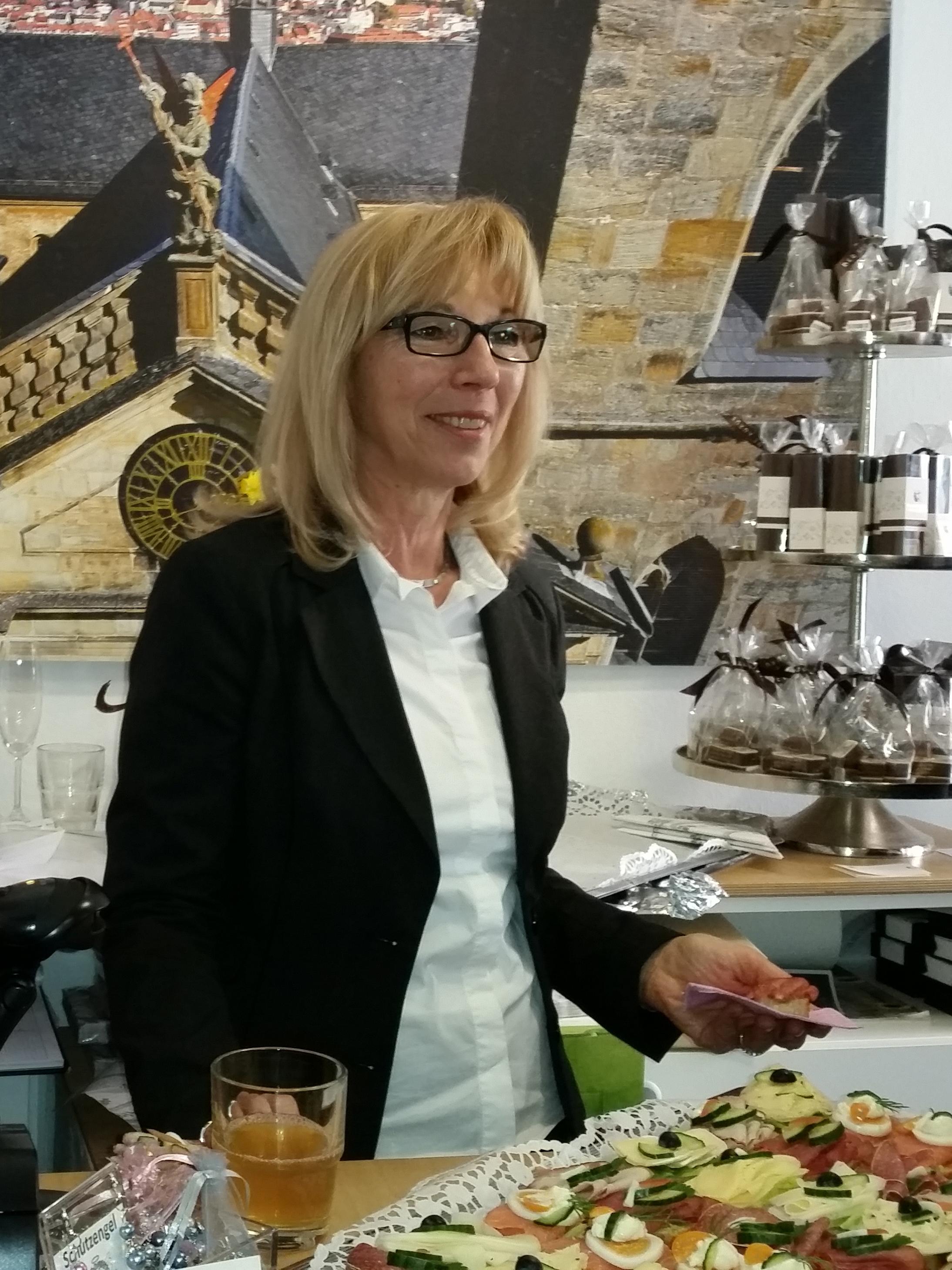 Silvia Kiederer am Eröffnungstag des Stiftsladen an der Oberen Brücke
