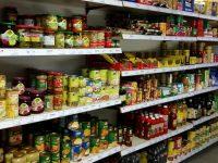 Lebensmittelregal im Ladarer Dorfladen Unterleinleiter