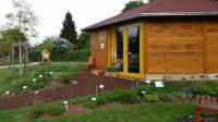 Bienen-InfoWabe mit Bienengarten und Wildbienenhotel